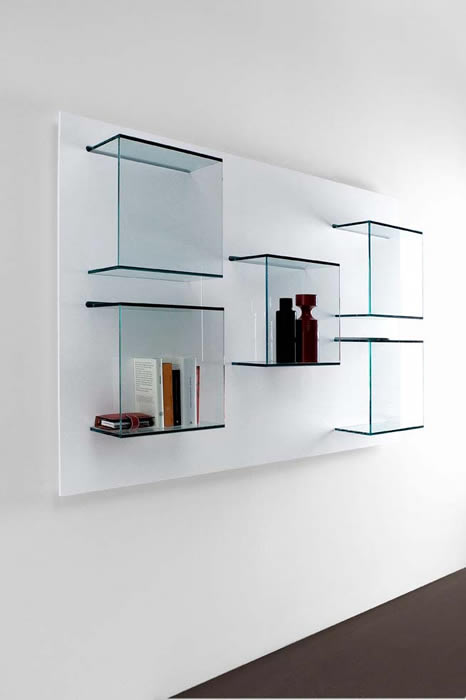 Glazen Wand Vitrinekast.Interieurarchitect Margit Kengen Over De Dazibao Van Tonelli Design