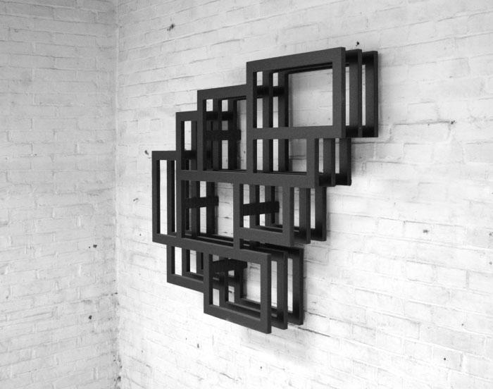 de frames wordt opgebouwd uit een basisvorm waarvan er met tussenruimte drie achter elkaar geplaatst worden dit zorgt voor een grafische belijning in het